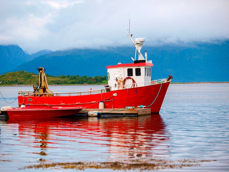 shutterstock_117496063-arbeidsbåt.jpg